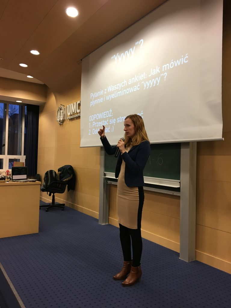 Anna Prończuk-Omiotek na scenie opowiada o stresie przed wystąpieniami publicznymi