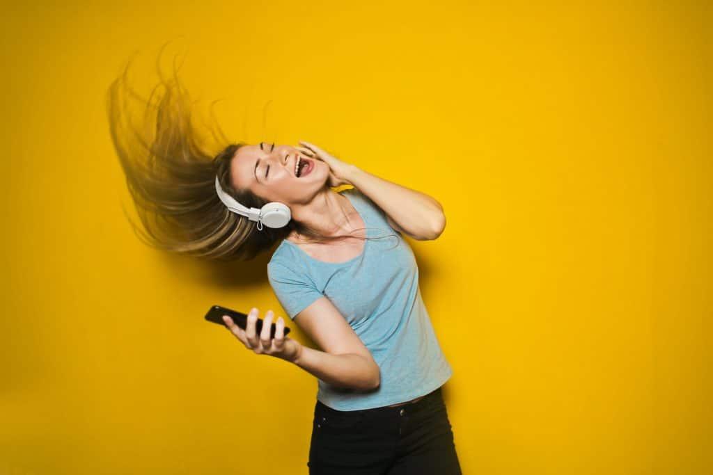 śpiewająca dziewczyna emisja głosu